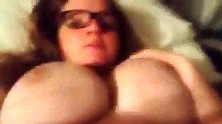 Stunning fat boobs..